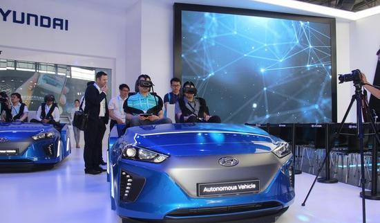 现代IONIQ自动驾驶汽车VR体验
