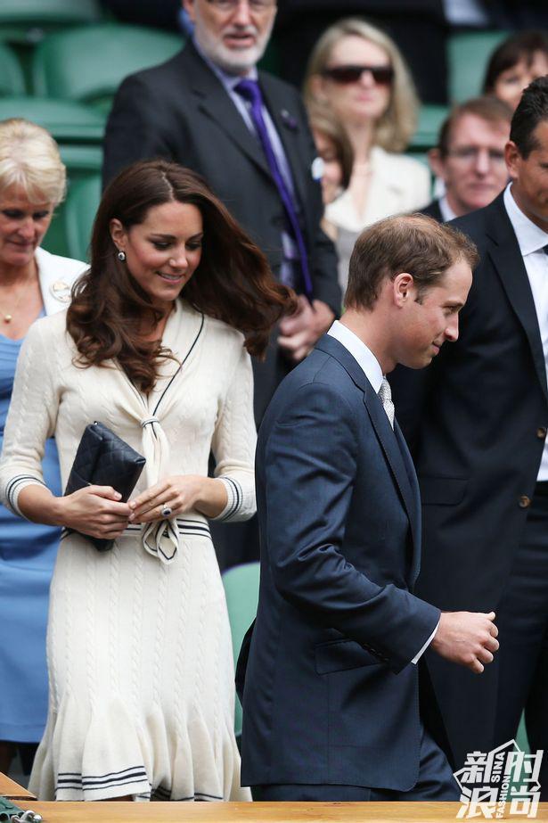 凯特身穿来自Alexander McQueen针织裙
