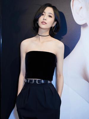 佟丽娅短发造型亮相 黑色套装尽显干练成熟