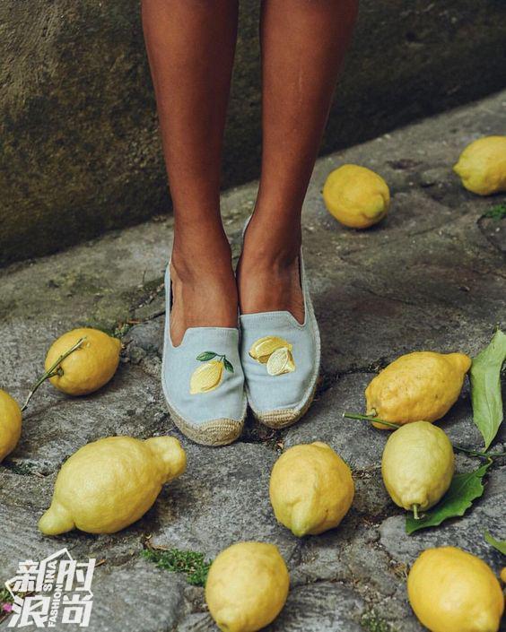 Soludos不同的柠檬图案也很夏天