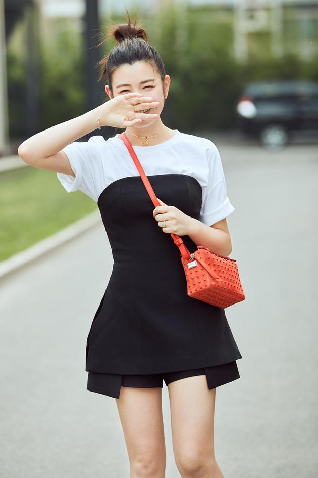 陈妍希丸子头街拍5