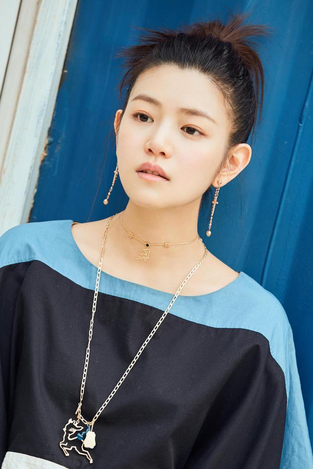 陈妍希丸子头街拍4