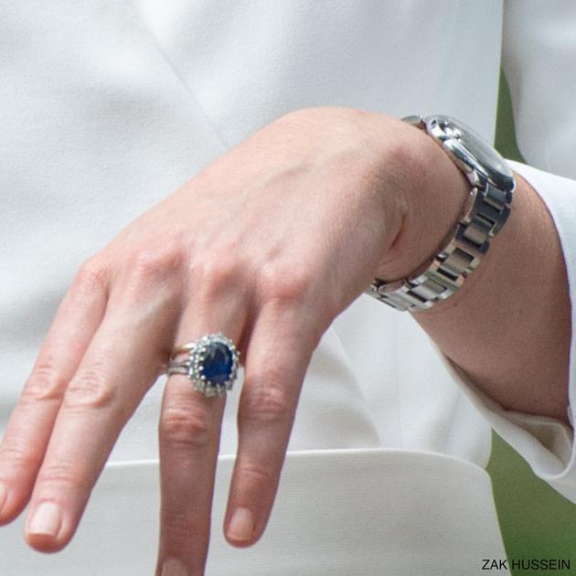 凯特王妃的订婚戒指及卡地亚蓝气球精钢腕表