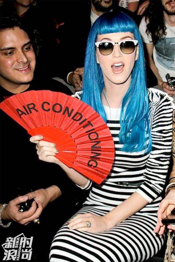 Katy Perry用Duvelleroy折扇