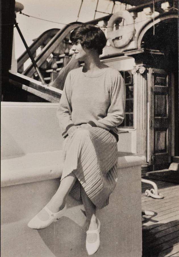 1926年Chanel女士坐在Flying Cloud船上