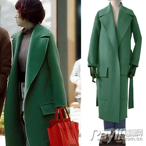 罗子君穿绿色大衣