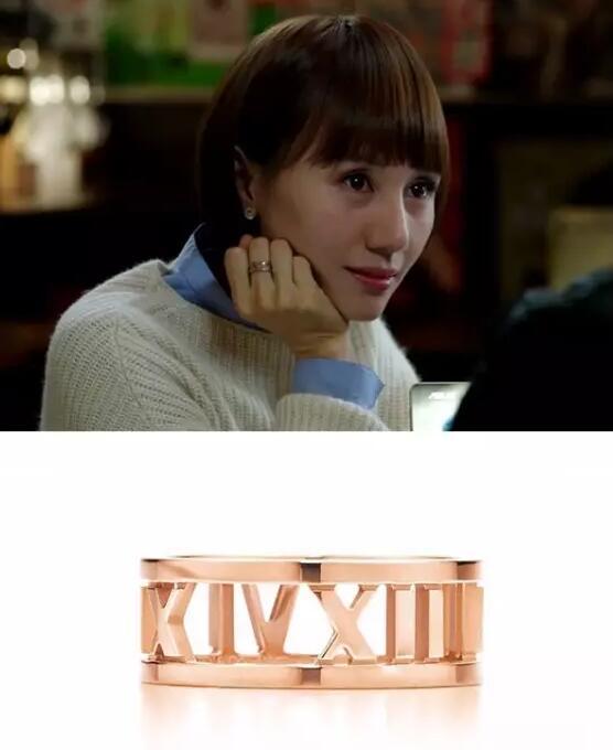 唐晶佩戴Tiffany玫瑰金ATLAS字母装饰戒指
