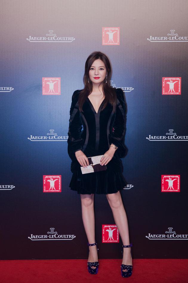赵薇穿小黑裙