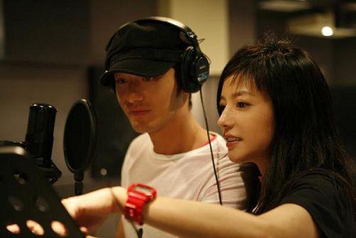 赵薇与黄晓明是大学同学