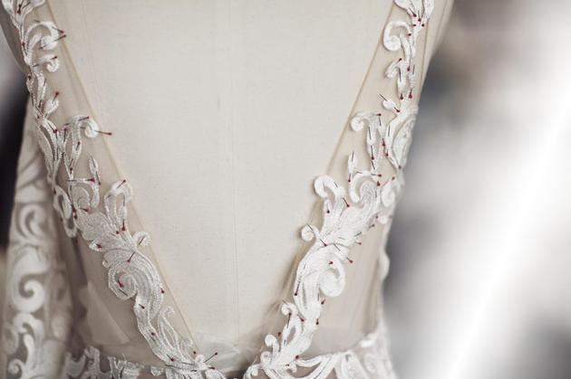 LOVA WEDDINGS注重礼服工艺