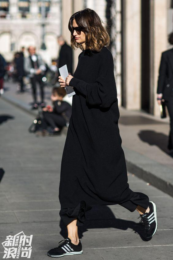 黑色Adidas Gazelle运动鞋