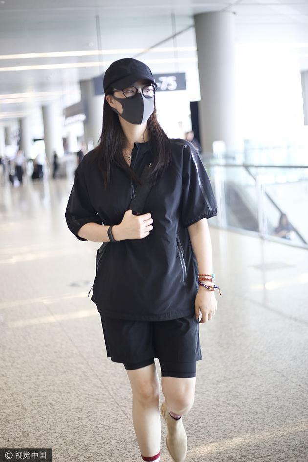蒋欣穿一身黑都秒瘦十斤 你还不学?