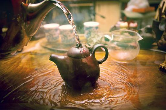 温烫茶壶 图片来源自500px.com