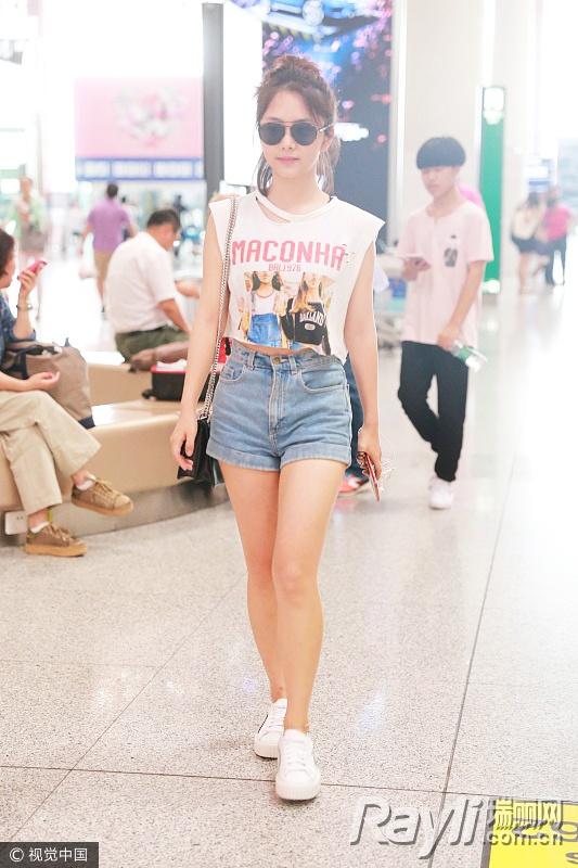 """吴亦凡欧阳娜娜抢穿""""照片T恤"""" 照片印上身才最酷-女人-女人资讯-大头快讯"""