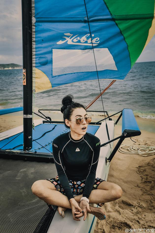 张柏芝玩帆船