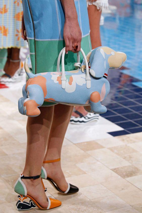 Thom Browne狗狗造型的包包
