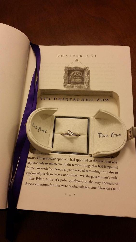在《哈利波特》图书里放求婚钻戒