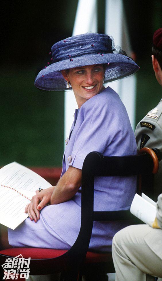 Diana王菲穿藕荷紫色套装