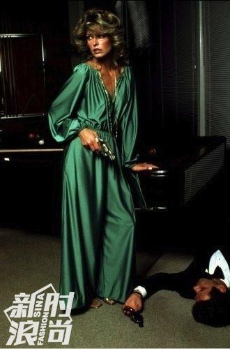 1978年的这件YSL的礼裙就来自胡克绿