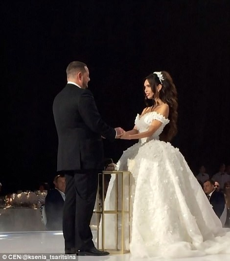 俄罗斯富商Aleksey Shapovalov迎娶了27岁的模特Ksenia Tsaritsina