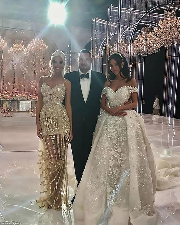 新郎Aleksey Shapovalov与新娘Ksenia Tsaritsina及来宾