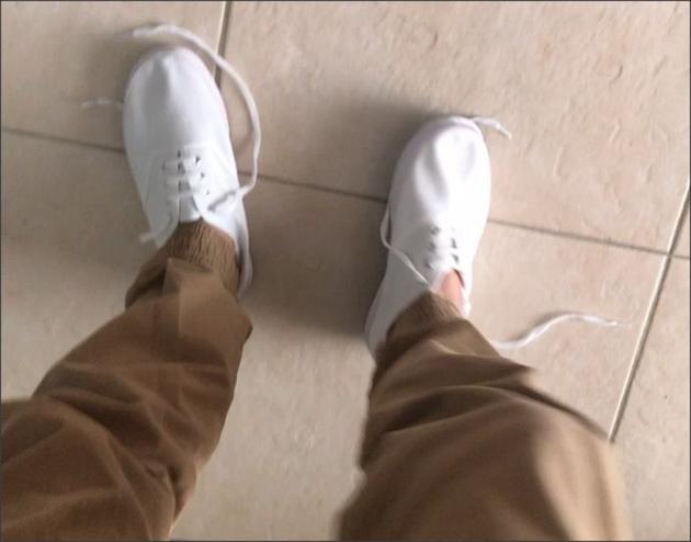 """张柏芝晒""""最贵小白鞋"""""""