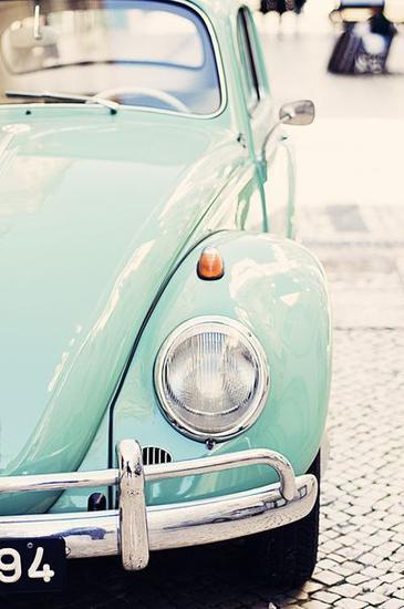 绿色复古小车 图片来源自society6.com