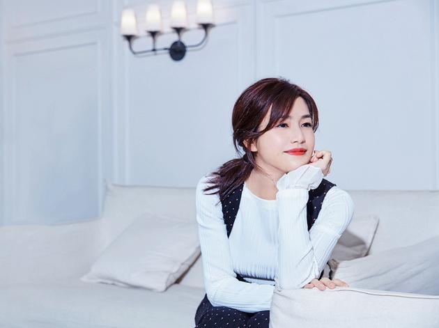 陈妍希帅气实足