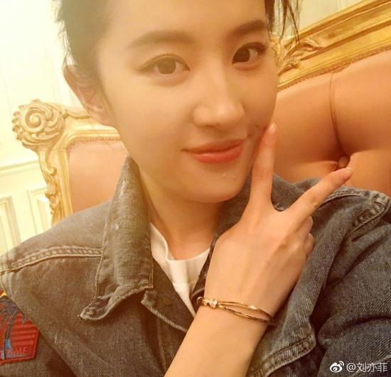 刘亦菲生日自拍