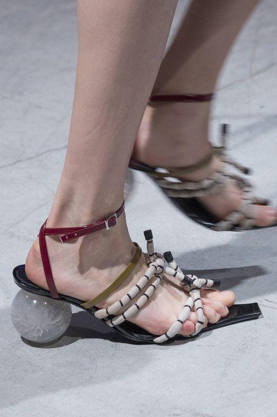 鞋跟变成圆跟的Marni
