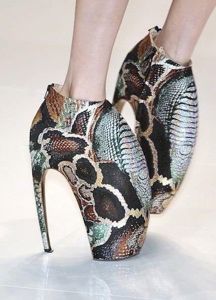 Alexander McQueen设计的高跟鞋2