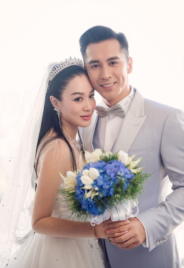 钟丽缇张伦硕的婚纱照