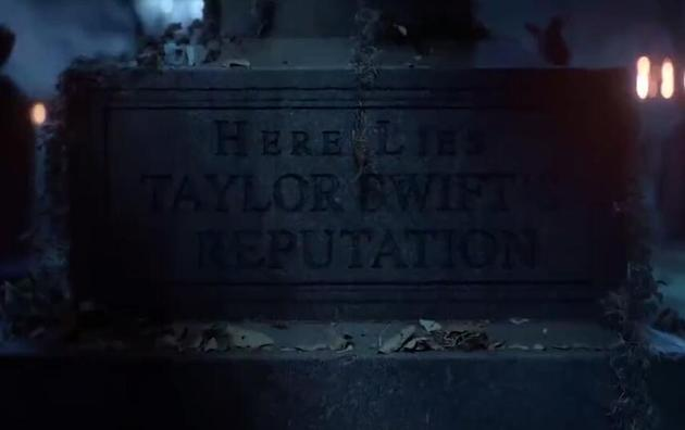 """墓碑上写着""""泰勒-斯威夫特的名声安葬于此"""""""