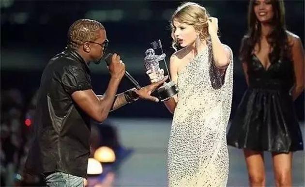 2009年VMA侃爷抢了霉霉话筒