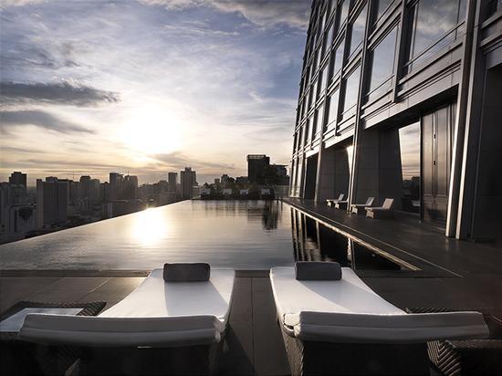曼谷大仓新颐酒店的无边泳池