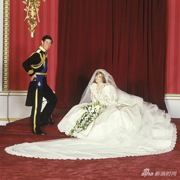 戴安娜和查尔斯的官方结婚照