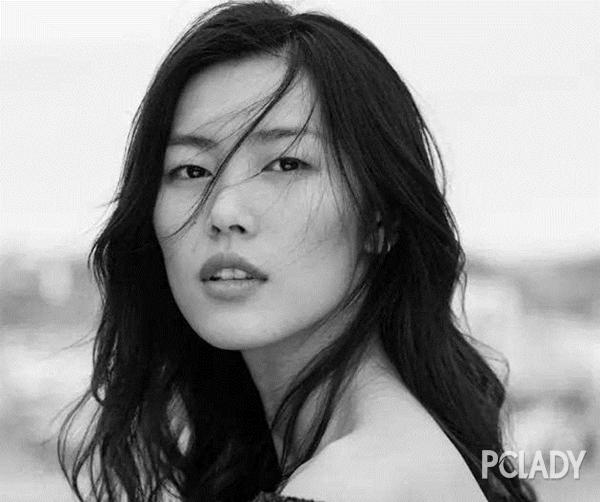 刘雯贺聪国际脸美炸了 高级透明感妆容正当红