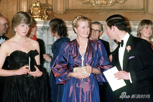 1981年,戴安娜和查尔斯一同会见来访的摩纳哥王妃格蕾丝-凯莉