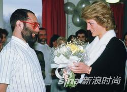 戴安娜王妃与艾滋病人交流