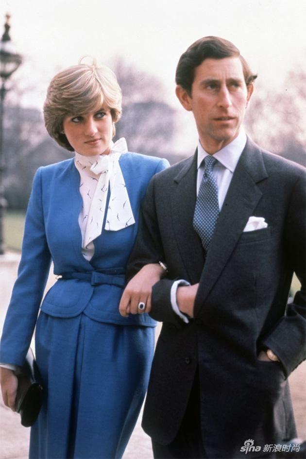 戴安娜和查尔斯的官方订婚照