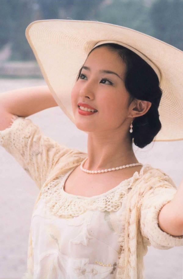 白秀珠穿蕾丝