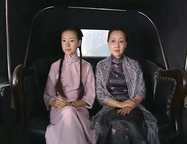 冷清秋穿粉色旗袍