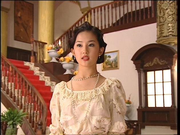 白秀珠公主范儿的轻纱蓬蓬袖上衣