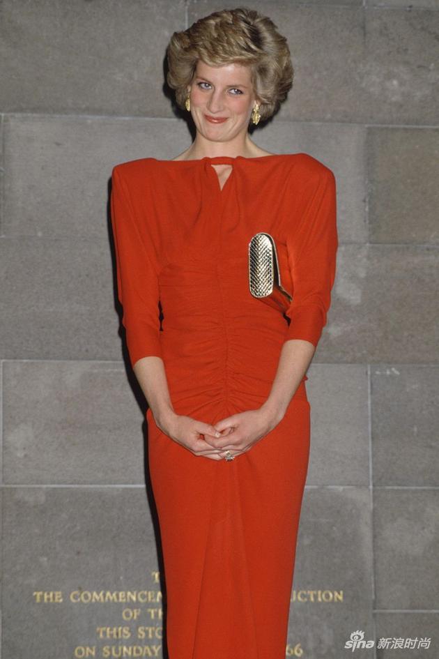 红色穿出自己风格的戴安娜