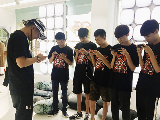李晨nic现场与选手游戏竞赛