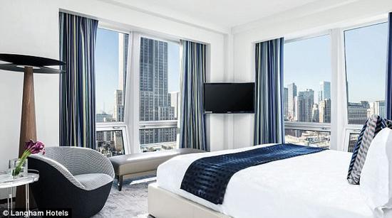 拥有特色的现代客房和一个米其林星级餐厅的Langham Place,距帝国大厦仅300米