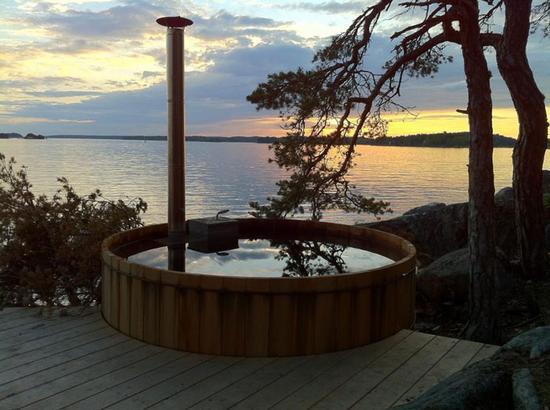 瑞典岛屿酒店的热木水桶