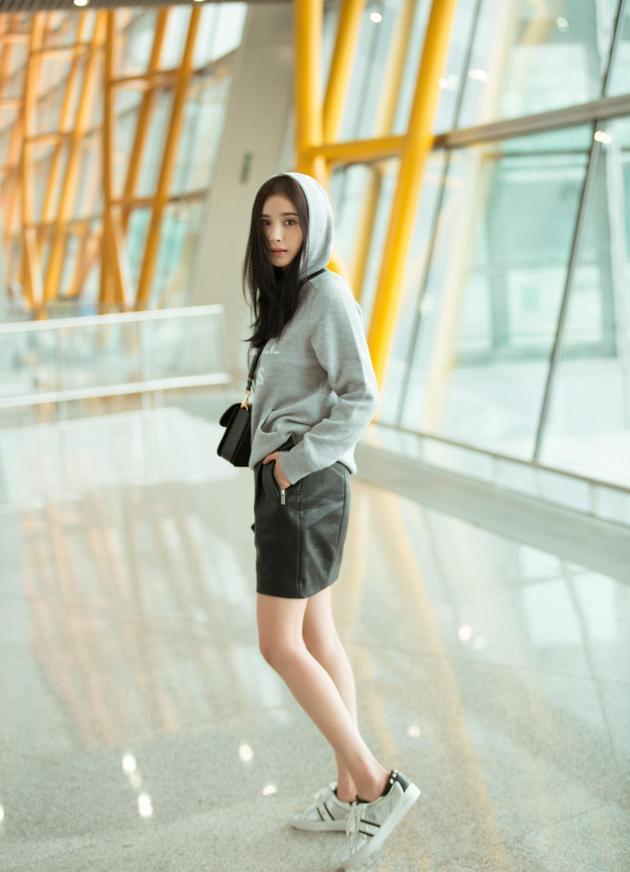 杨幂启程纽约时装周 时尚好戏开始了