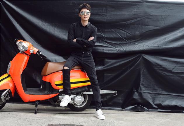 冯绍峰黑色造型劲酷有型