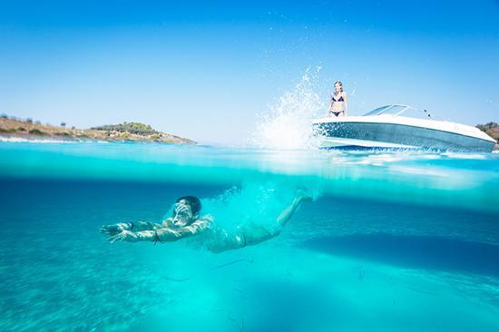 爱琴海就在几步开外,别忘了去潜个水、冲个浪
